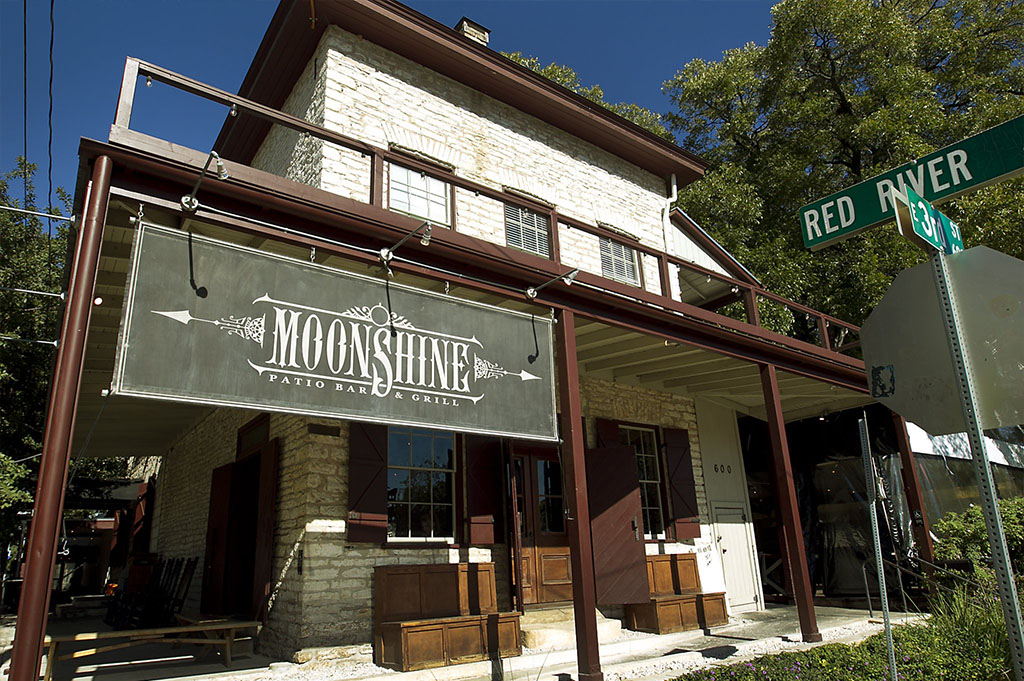 Moonshine patio bar grill best restaurants in austin for Balcony bar restaurant